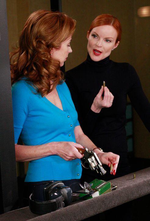Während sich Susan und Mike nicht auf einen Namen für ihren Sohn einigen können, haben Bree (Marcia Cross, r.) und Katherine (Dana Delany, l.) ganz... - Bildquelle: ABC Studios