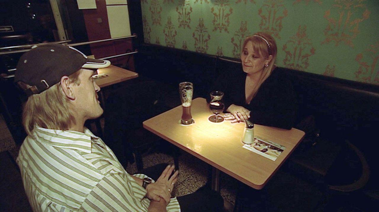 Gesucht: eine Frau für Papa - eine Mama für uns. Herr Hirschmann (l.) ist auf der Suche nach einer neuen Frau ... - Bildquelle: ProSieben