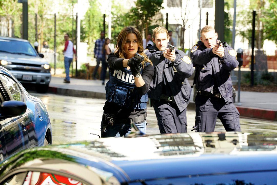 Trotz des hitzigen Einsatzes bei der Festnahme eines Verdächtigen geht Kate (Stana Katic, l.) einfach nicht der Talentwettbewerb der Polizei aus dem... - Bildquelle: Richard Cartwright ABC Studios / Richard Cartwright