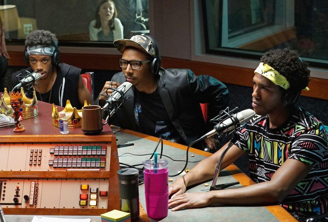 Als ausgerechnet Shitstain (Darrell Britt-Gibson, l.) und Honey Nutz (Allen Maldonado, M.) zu einem Radio-Interview von Sam (Brandon Mychal Smith, r... - Bildquelle: 2015 Fox and its related entities.  All rights reserved.