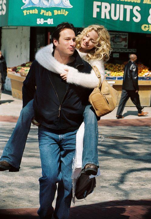 Nach dem Tod ihrer Schwester ändert sich Helens (Kate Hudson, r.) Leben schlagartig. Doch zum Glück freundet sie sich mit einem Pastor Dan Parker... - Bildquelle: Touchstone Pictures. All rights reserved