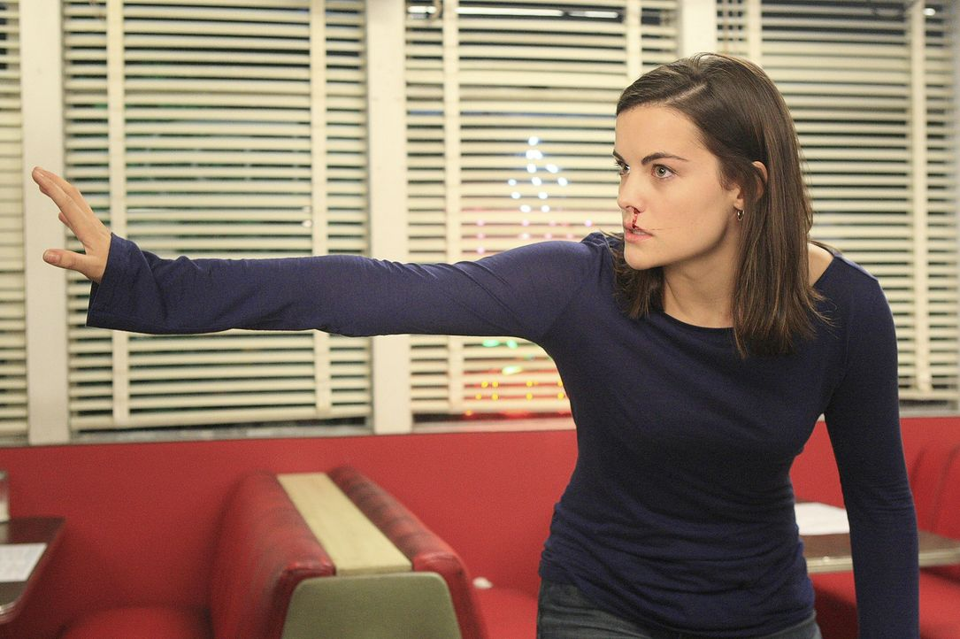 Jessi (Jaimie Alexander) kann ihre Kräfte nicht mehr kontrollieren und rastet völlig aus ... - Bildquelle: TOUCHSTONE TELEVISION