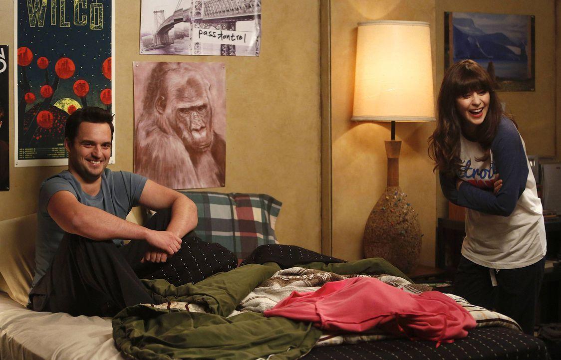 Da versteht Nick (Jake M. Johnson, l.) keinen Spaß: Sexverbot für Jess (Zooey Deschanel, r.) und zwar so lange, bis sie kein Pistons-Fan mehr ist ..... - Bildquelle: 2014 Twentieth Century Fox Film Corporation. All rights reserved.
