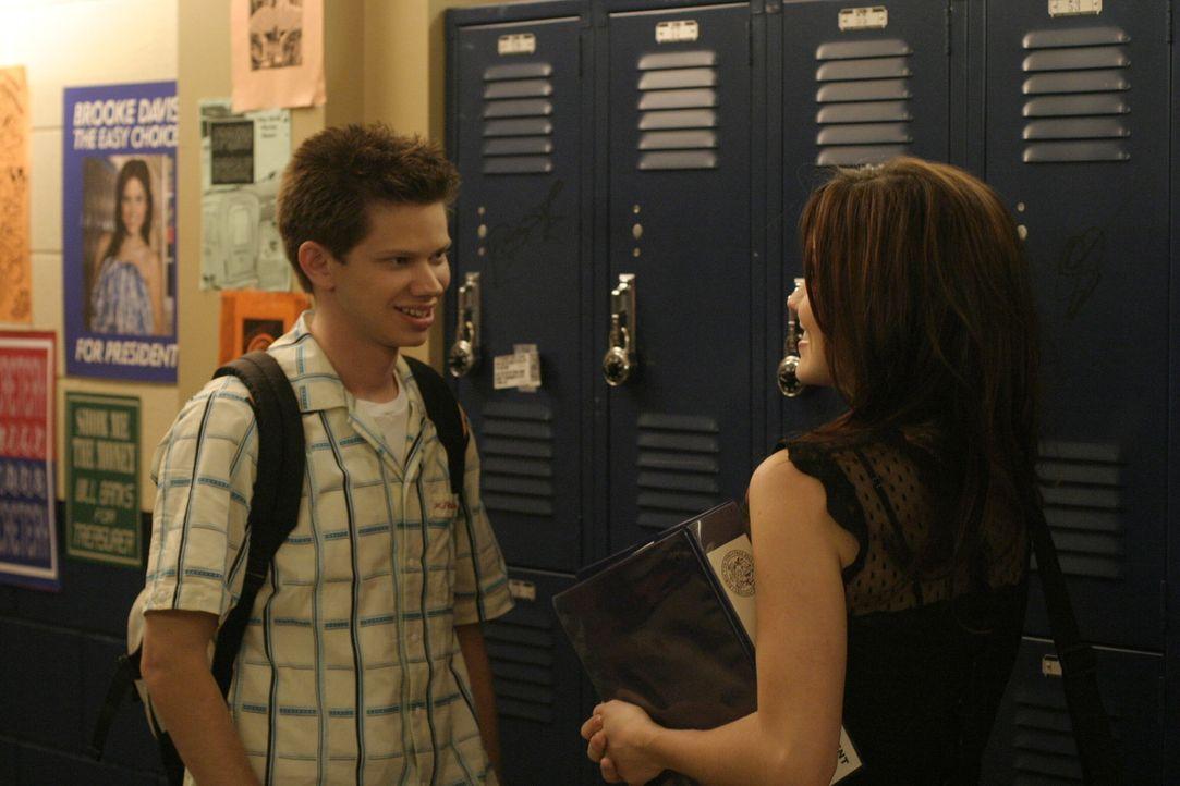 In letzter Sekunde erklärt sich Mouth (Lee Norris, l.) bereit, eine flammende Rede für Brooke (Sophia Bush, r.) zu halten ... - Bildquelle: Warner Bros. Pictures