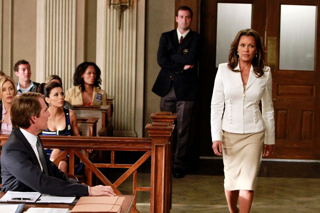 Während Renée (Vanessa Williams, r.) erfahren muss, dass Ben verhaftet wurde, nehmen die Freundinnen sich der krebskranken Karen an, die wahrscheinl... - Bildquelle: ABC Studios