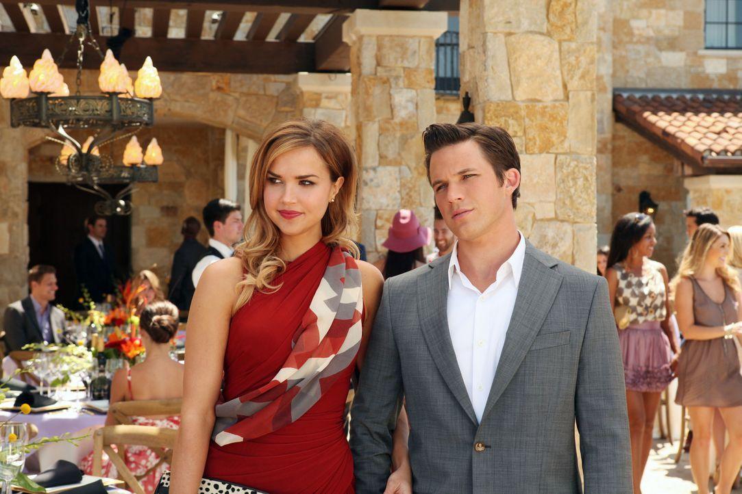 Liam (Matt Lanter, r.) und Vanessa (Arielle Kebbel, l.) sind wieder ein Paar, was Silver ziemlich ärgert ... - Bildquelle: 2012 The CW Network. All Rights Reserved.