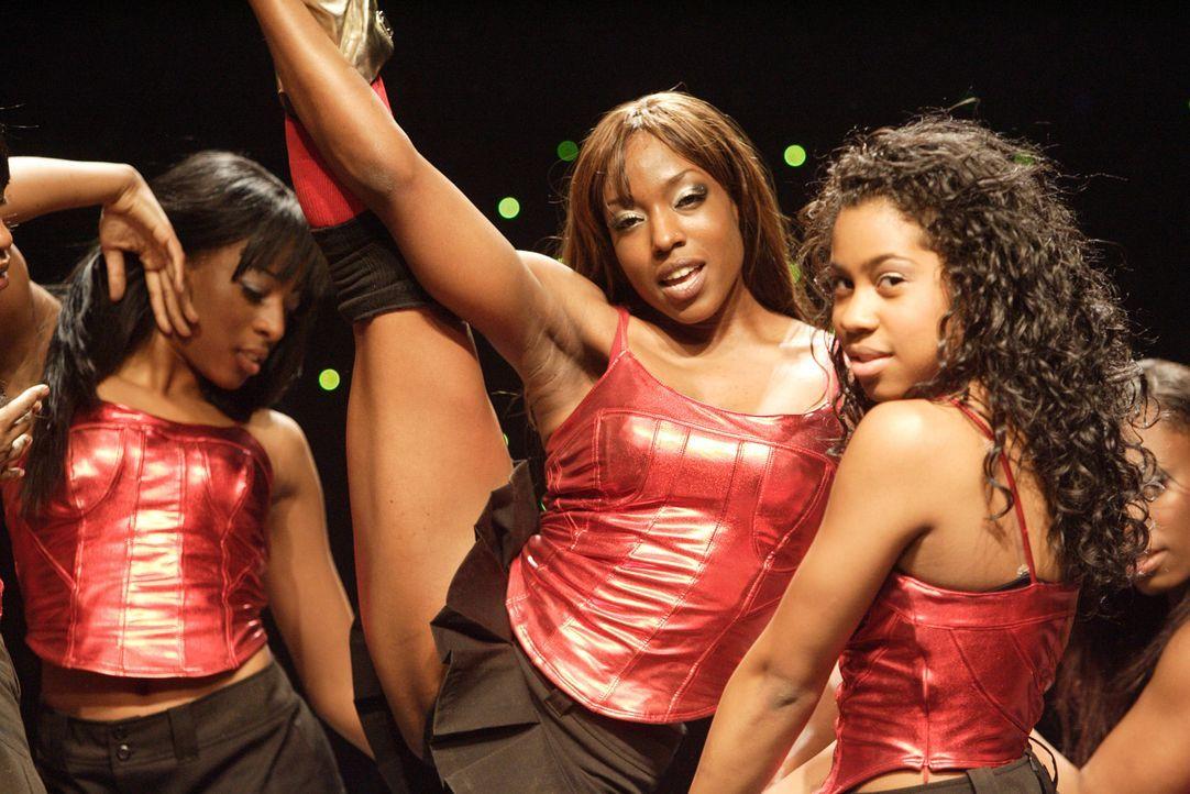 """Michelle (Tracey Armstrong) und ihre """"Fem Phatal Dancer"""" kämpfen mit allen Mitteln, um bei dem Step Contest die 50.000 Dollar zu gewinnen und somit... - Bildquelle: Paramount Pictures"""