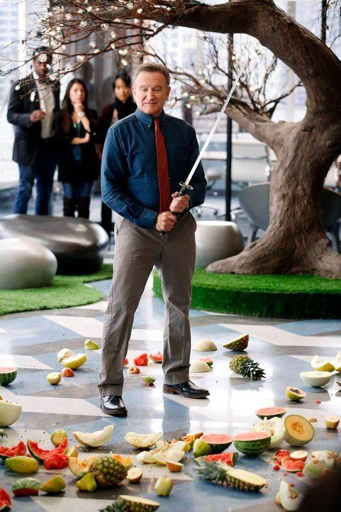 Als Simon (Robin Williams) die Aufgabenbereiche seiner Mitarbeiter verwechselt, muss sich Sydney um die Werbung eines Videospiels kümmern, was sich... - Bildquelle: 2013 Twentieth Century Fox Film Corporation. All rights reserved.
