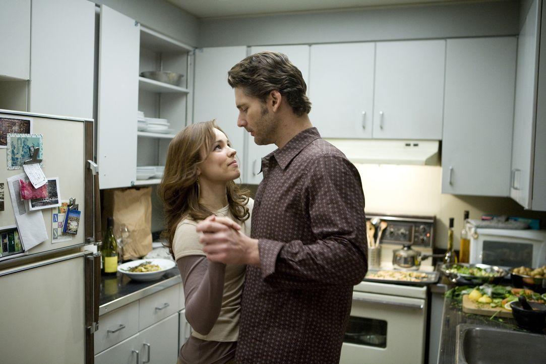 Clare (Rachel McAdams, l.) und Henry (Eric Bana, r.) genießen ihre wenige gemeinsame Zeit ... - Bildquelle: Warner Brothers