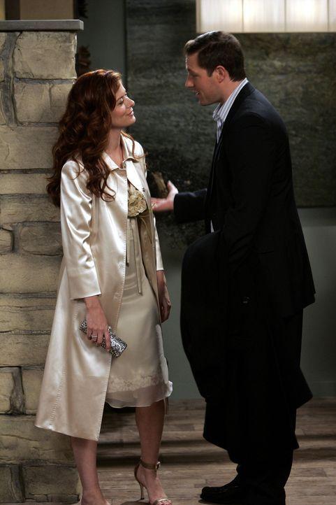 Grace (Debra Messing, l.) hat ein Date mit Nick (Edwards Burns, r.) ihrer Valentinstags-Bekanntschaft. Und da sie sich kennt und weiß, wie schnell s... - Bildquelle: Chris Haston NBC Productions