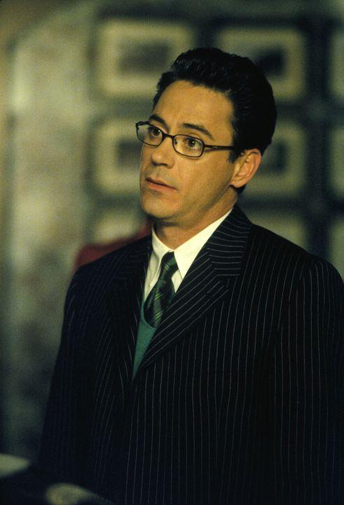 Larry (Robert Downey Jr.) wird von seinem neuen Fall vollkommen in Beschlag genommen und schenkt Ally zu wenig Aufmerksamkeit - findet sie jedenfall... - Bildquelle: 2001 Twentieth Century Fox Film Corporation. All rights reserved.