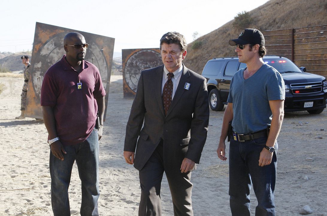 Bei den Ermittlungen ihres neues Falles, stoßen Don (Rob Morrow, r.) und David (Alimi Ballard, l.) auf den mysteriösen Ermittler Floyd Mayborne (Joh... - Bildquelle: Paramount Network Television