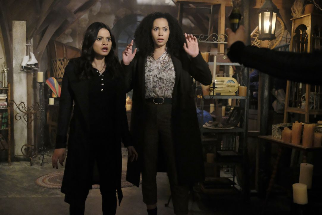 Mel Vera (Melonie Diaz, l.); Macy Vaughn (Madeleine Mantock, r.) - Bildquelle: Bettina Strauss 2018 The CW Network, LLC. All Rights Reserved. / Bettina Strauss