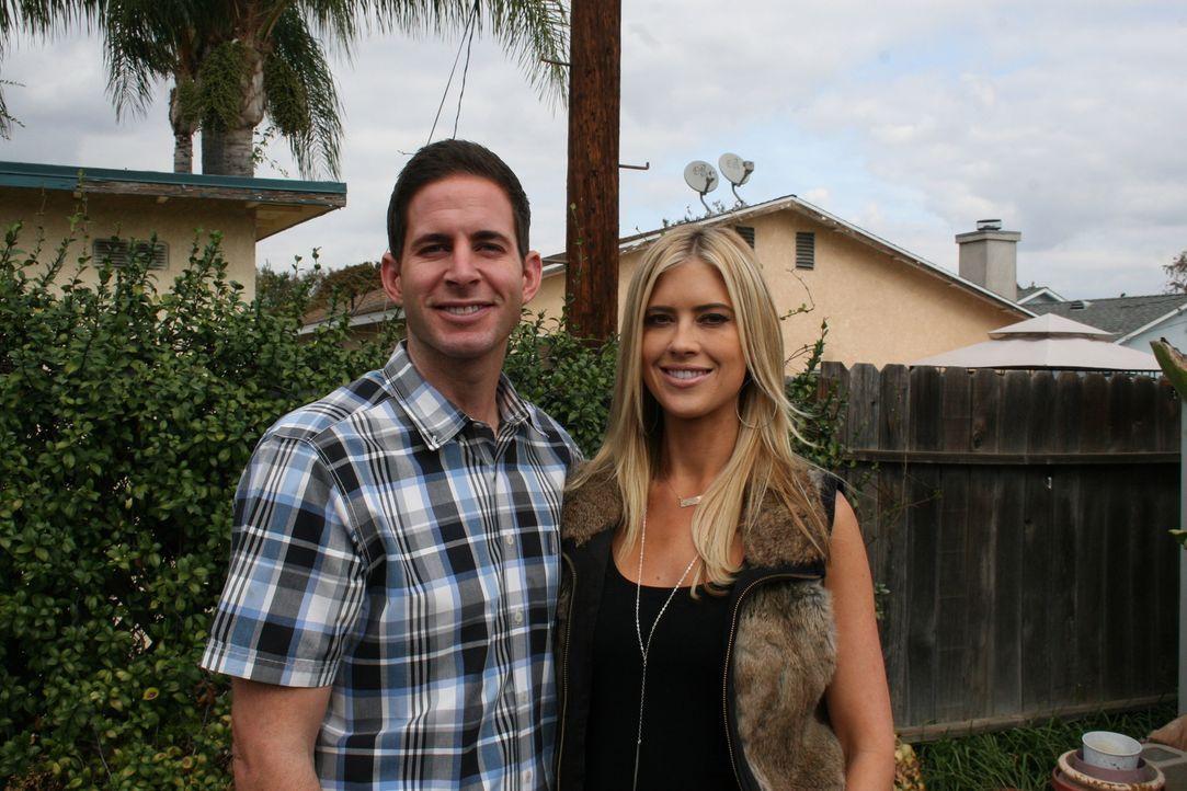 Tarek (l.) und Christina (r.) entdecken eine Immobilie in Fullerton. Die Lage spricht für das Haus, doch der aufgerufene Kaufpreis lässt die Makler... - Bildquelle: 2015,HGTV/Scripps Networks, LLC. All Rights Reserved