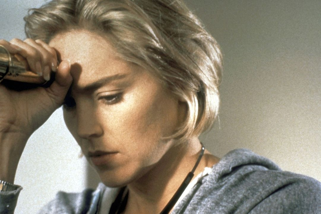 Carly (Sharon Stone) sieht ihrer Vormieterin Naomi zum Verwechseln ähnlich. Dies könnte ihr zum Verhängnis werden ... - Bildquelle: Paramount Pictures