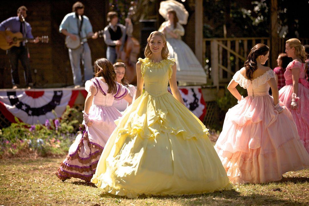 Die Südstaatenschönheit Lemon Breeland (Jaime King, M.) fühlt sich in ihrem angeblich perfekten Leben von Zoe Hart bedroht ... - Bildquelle: Warner Bros.