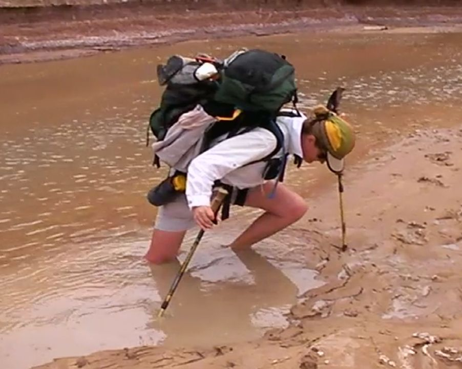 Fesselnder Trip: Bei ihrer Wandung auf dem Paria Canyon Trail im US-Bundesstaat Utah steckt Urlauberin Josee Pflant (Bild) knietief im Schlamm fest.... - Bildquelle: 2011, The Travel Channel, L.L.C.