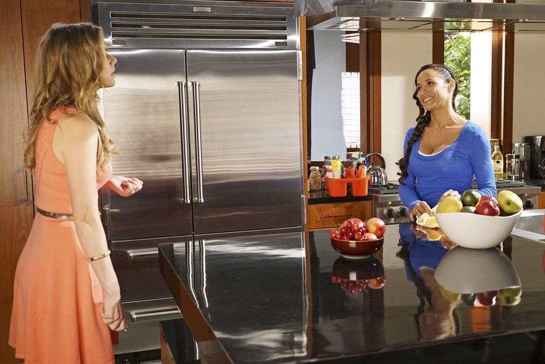 Noch ahnt Rosie (Dania Ramirez, r.) nicht, mit wem sich Taylor (Brianna Brown, l.) trifft, während Jacklyn jetzt ganz genau weiß, mit wem sie ihr Ma... - Bildquelle: Annette Brown 2015 American Broadcasting Companies, Inc. All rights reserved.