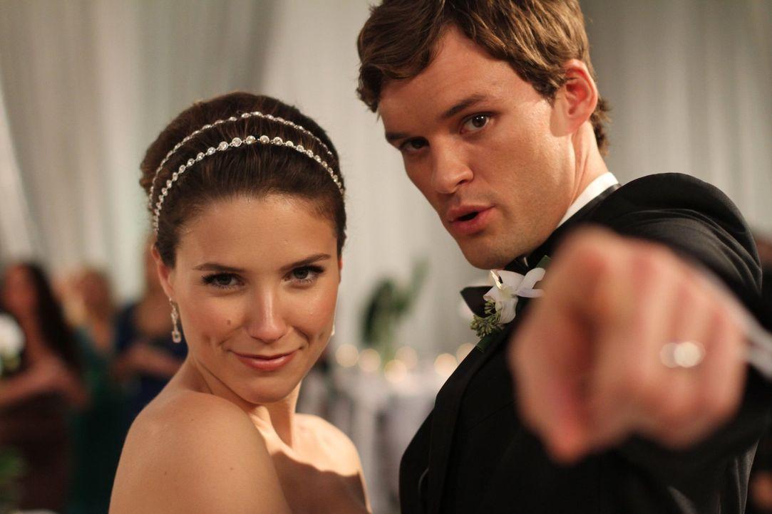 Brooke (Sophia Bush, l.) und Julians (Austin Nichols, r.) Hochzeitstag ist gekommen und damit auch der Tag für unausgesprochene Geheimnisse ... - Bildquelle: Warner Bros. Pictures