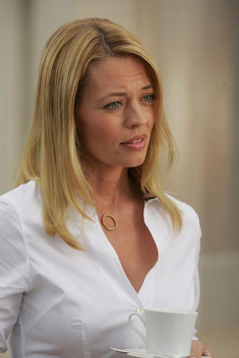 Spielt Charlotte (Jeri Ryan) mit Kirsten ein falsches Spiel? - Bildquelle: Warner Bros. Television