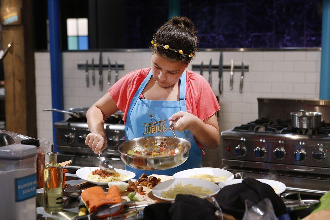 Wird die junge Meisterköchin Tatiana es in die zweite Runde schaffen, in der Avocado, Lachs, Kaktusfeige und Lutscher auf der Speisekarte stehen? - Bildquelle: Jason DeCrow 2015, Television Food Network, G.P. All Rights Reserved