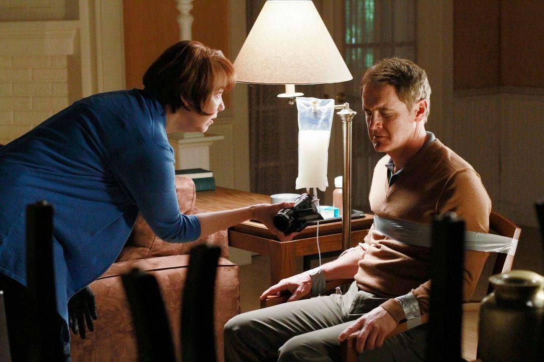 Die Lage zwischen Felicia (Harriet Sansom Harris, l.) und Paul (Mark Moses, r.) spitzt sich dramatisch zu ... - Bildquelle: ABC Studios