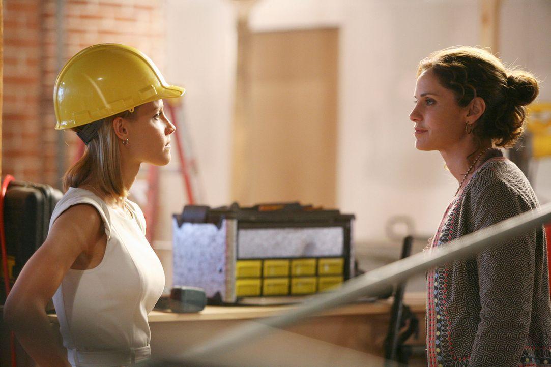 Nachdem Violet (Amy Brenneman, r.) Charlotte (KaDee Strickland, l.) Absichten rausgefunden hat, stellt sie sie zur Rede ... - Bildquelle: ABC Studios