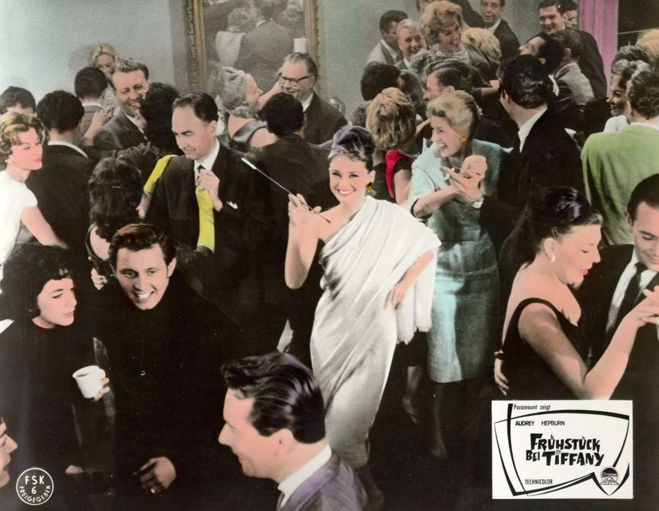 In ganz New York ist die unbeschwerte Holly (Audrey Hepburn) für ihre rauschenden Parties berüchtigt ... - Bildquelle: Paramount Pictures