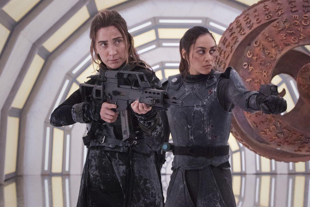 Niylah (Jessica Harmon, l.); Raven Reyes (Lindsey Morgan, r.) - Bildquelle: 2020 Warner Bros. Entertainment Inc. All rights reserved.