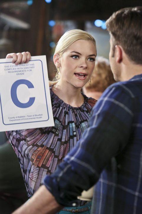 Eins ist sicher, ihre Bewertung bei der Gesundheitsinspektion muss besser werden: Lemon (Jaime King) entwickelt einen kuriosen Plan ... - Bildquelle: Warner Brothers