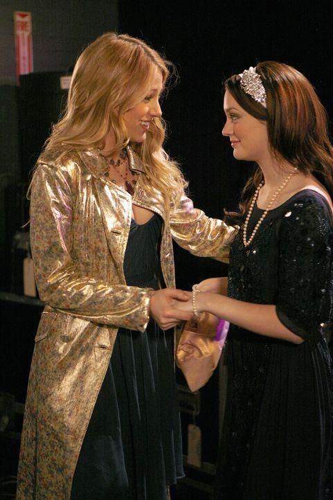 Serena (Blake Lively, l.) geht es wieder gut, denn das Missverständnis um Peters Tod ist aufgeklärt. Blair (Leighton Meester, r.) ist glücklich,... - Bildquelle: Warner Bros. Television