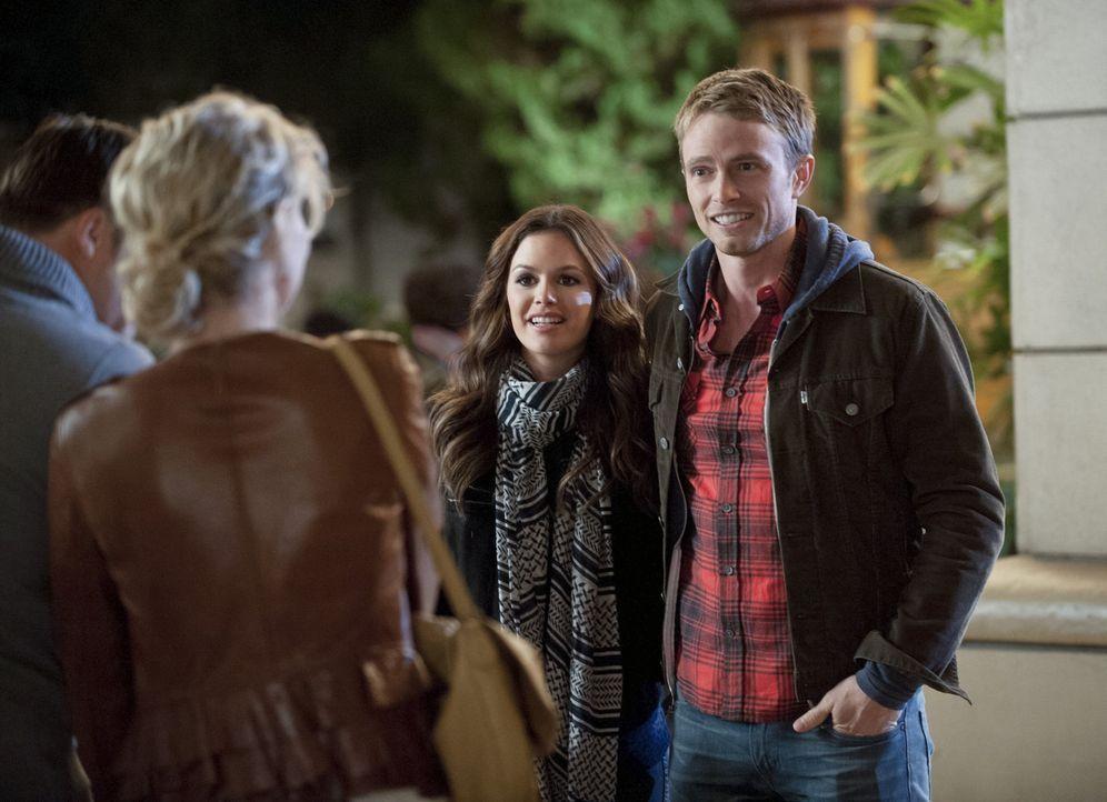 Die Beziehung zwischen Zoe (Rachel Bilson, l.) und Wade (Wilson Bethel, r.) stolpert immer wieder über ihre unterschiedlichen Interessen, was für be... - Bildquelle: Warner Bros.
