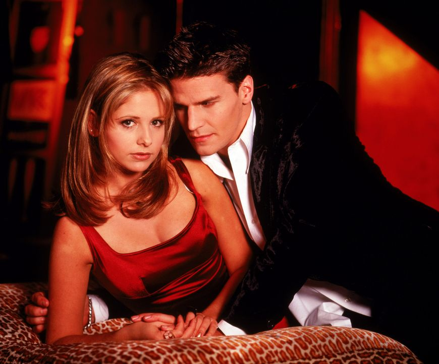 (1.Staffel) - Hat ihre Liebe eine Chance? Buffy (Sarah Michelle Gellar, l.) und Angel (David Boreanaz, r.) - Bildquelle: (1997) Twentieth Century Fox Film Corporation.
