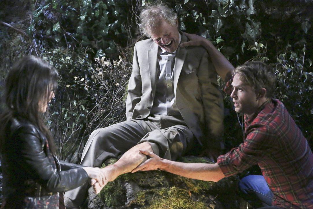 Earl (Christopher Curry, M.) bittet Zoe (Rachel Bilson, l.), ihm zu helfen, seine große Liebe zu erobern. Wade (Wilson Bethel, r.) zweifelt jedoch a... - Bildquelle: Warner Brothers