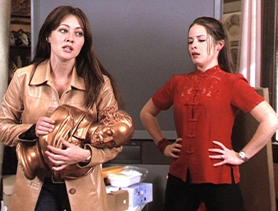 Kein Zauber kann Prue (Shannon Doherty, l.) und Piper (Holly Marie Combs, r.) von ihren Sünden erlösen ... - Bildquelle: Paramount Pictures