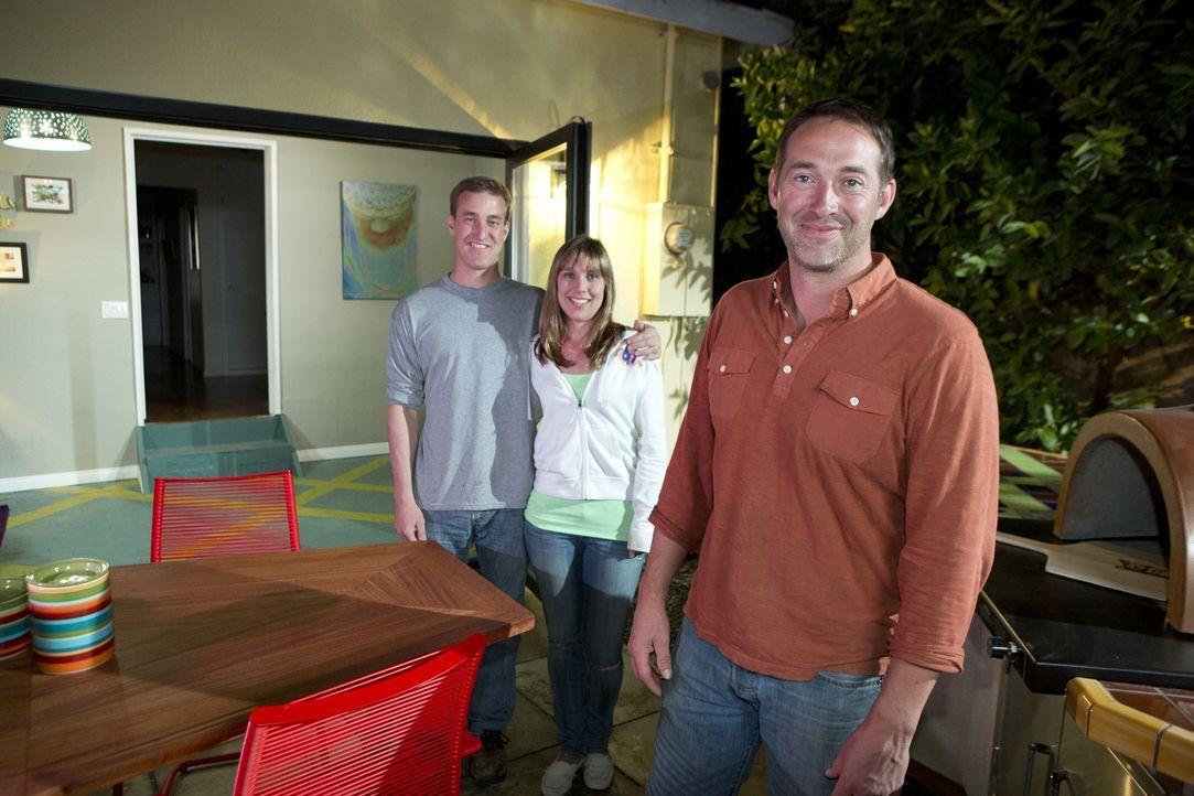 Chloe (M.) und Morgan (l.) wünschen sich Urlaubsflair in ihrem Haus und ihrem Garten. Joshs Temples (r.) Hilfe kommt da wie gerufen, allerdings hat... - Bildquelle: Aaron Rapoport 2013,DIY Network/Scripps Networks, LLC. All Rights Reserved.