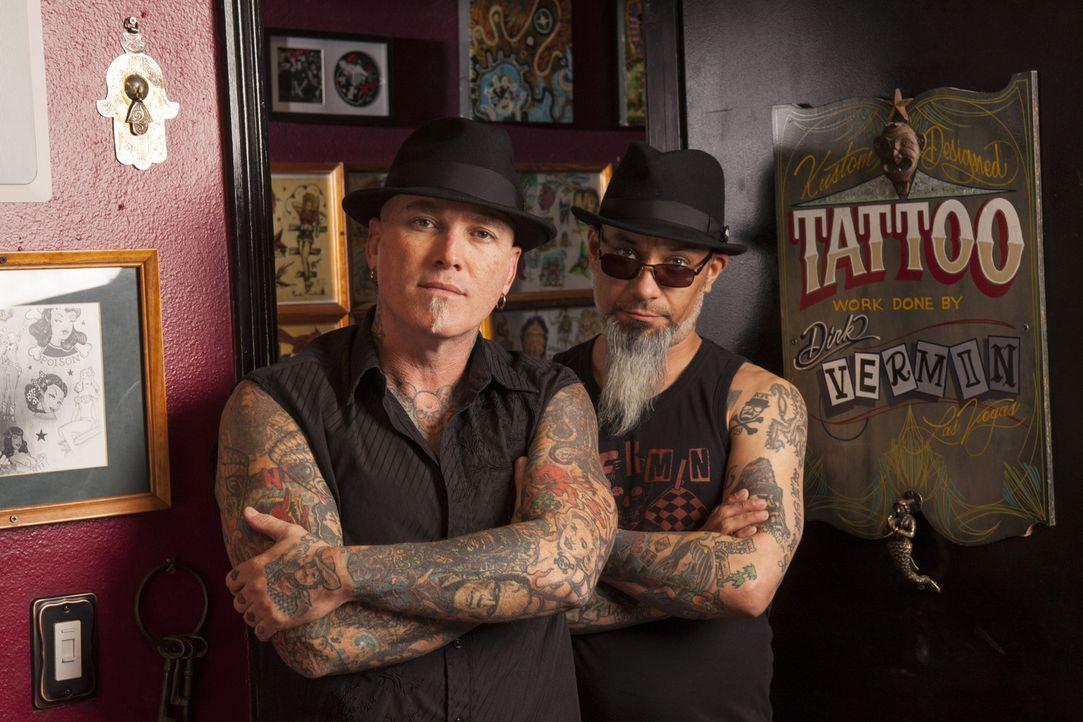 Immer auf der Suche nach Tattoo-Sünden: Tätowierer Dirk Vermin (l.) und Kumpel Rob Ruckus (r.) ... - Bildquelle: Richard Knapp 2014 A+E Networks, LLC