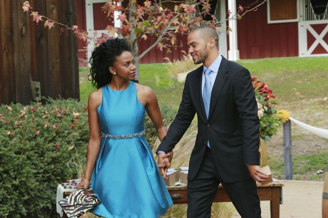 Während der Trauung erkennt Jackson (Jesse Williams, r.) für wen sein Herz tatsächlich schlägt - und dies ist nicht Stephanie (Jerrika Hinton, l.) .... - Bildquelle: ABC Studios