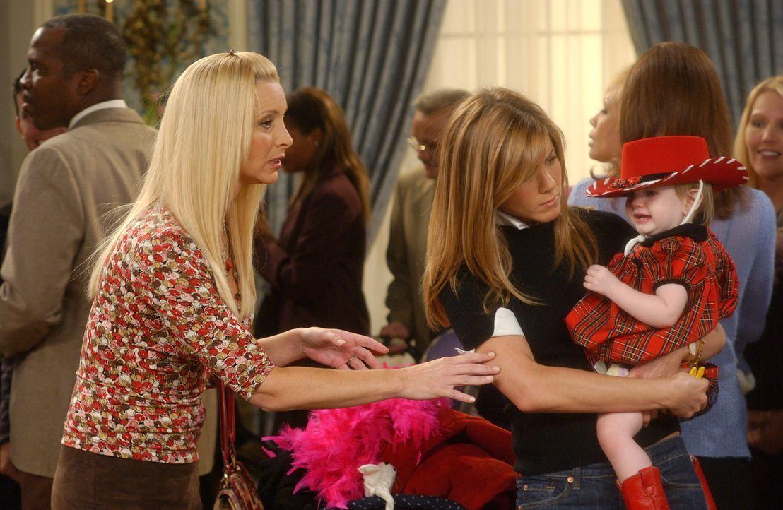 Rachel (Jennifer Aniston, M.) und Phoebe (Lisa Kudrow, l.) gehen mit Emma zu einem Kinderschönheitswettbewerb und kommen deshalb zu spät zum Thanksg... - Bildquelle: 2003 Warner Brothers International Television