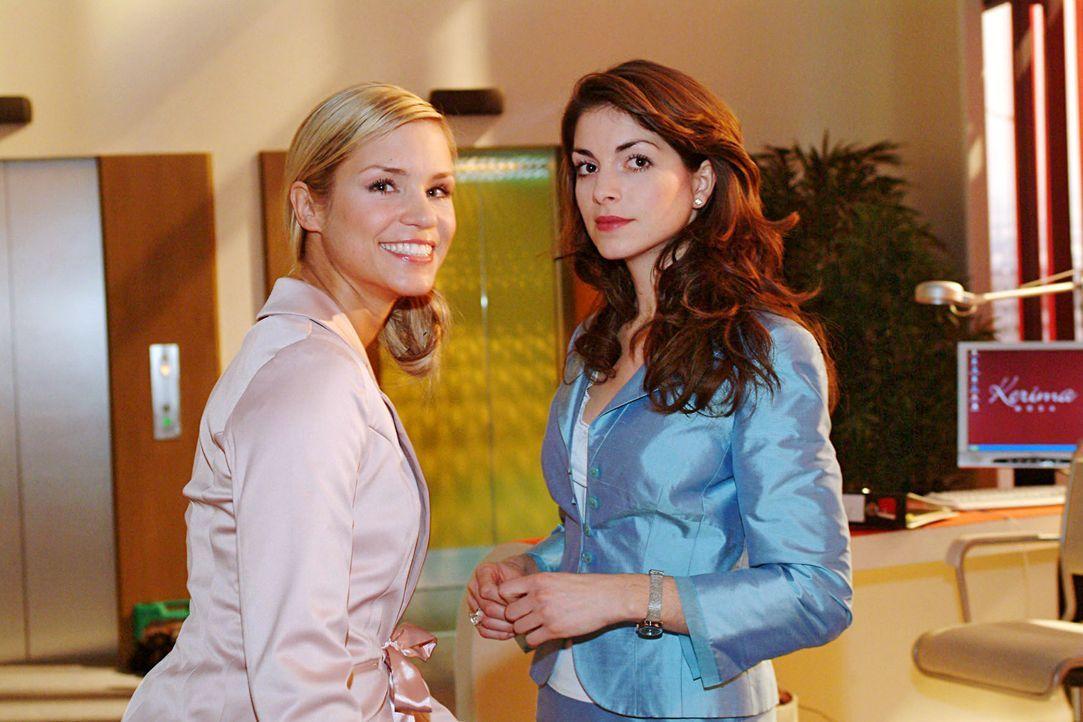 Sabrina (Nina-Friederike Gnädig, l.) und Mariella (Bianca Hein, r.) machen sich über Lisas angeblichen Ausrutscher auf der gestrigen Party lustig. - Bildquelle: Noreen Flynn SAT.1 / Noreen Flynn