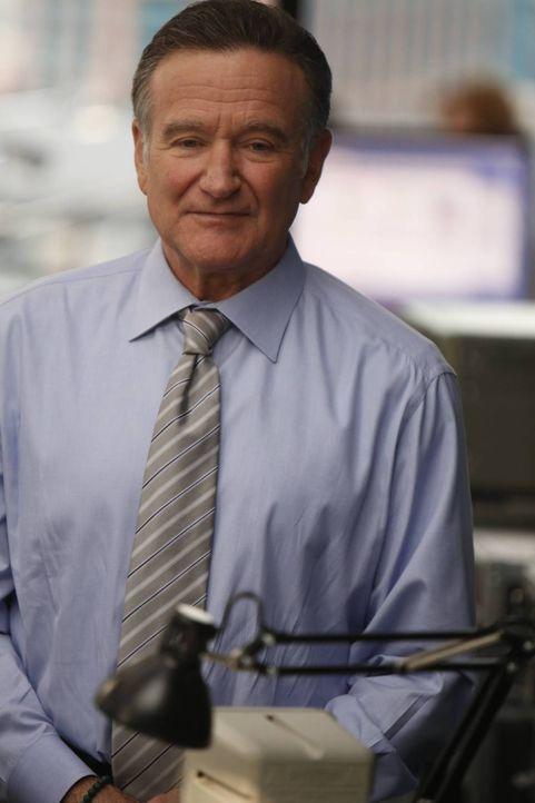 Um neue Kunden an Land zu ziehen, verspricht Simon Roberts (Robin Williams) gelegentlich mehr, als er leisten kann ... - Bildquelle: 2013 Twentieth Century Fox Film Corporation. All rights reserved.