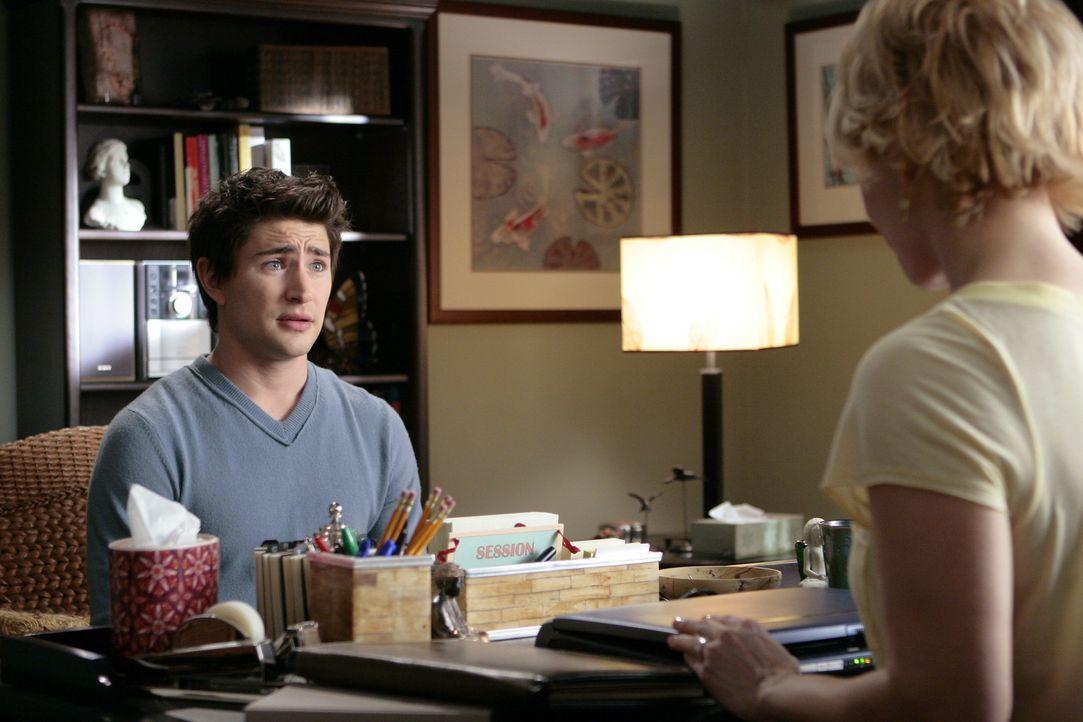 Eine erdrückende Last: Seine Visionen werden immer stärker, doch Kyle (Matt Dallas, l.) kann seiner Pflegemutter Nicole (Marguerite MacIntyre, r.)... - Bildquelle: TOUCHSTONE TELEVISION