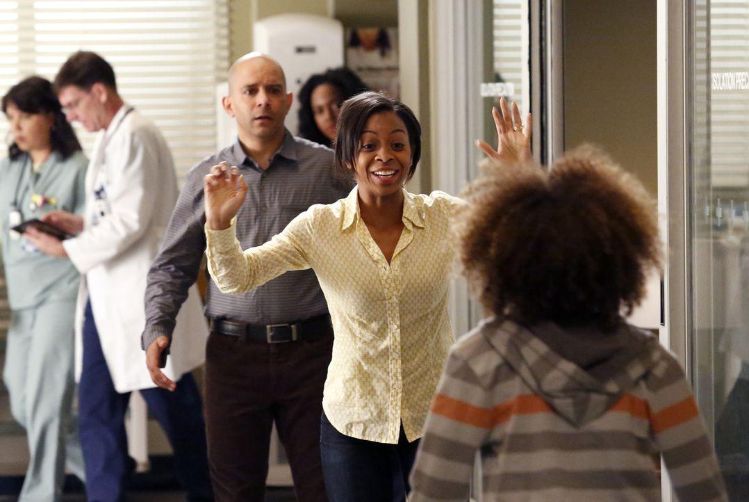 Bailey hat ohne die Zustimmung von Teresa (Bresha Webb, 2.v.r.) und David Morris (Mark Adair-Rios, 3.v.l.) gehandelt und ihren Sohn Braden (Armani J... - Bildquelle: ABC Studios