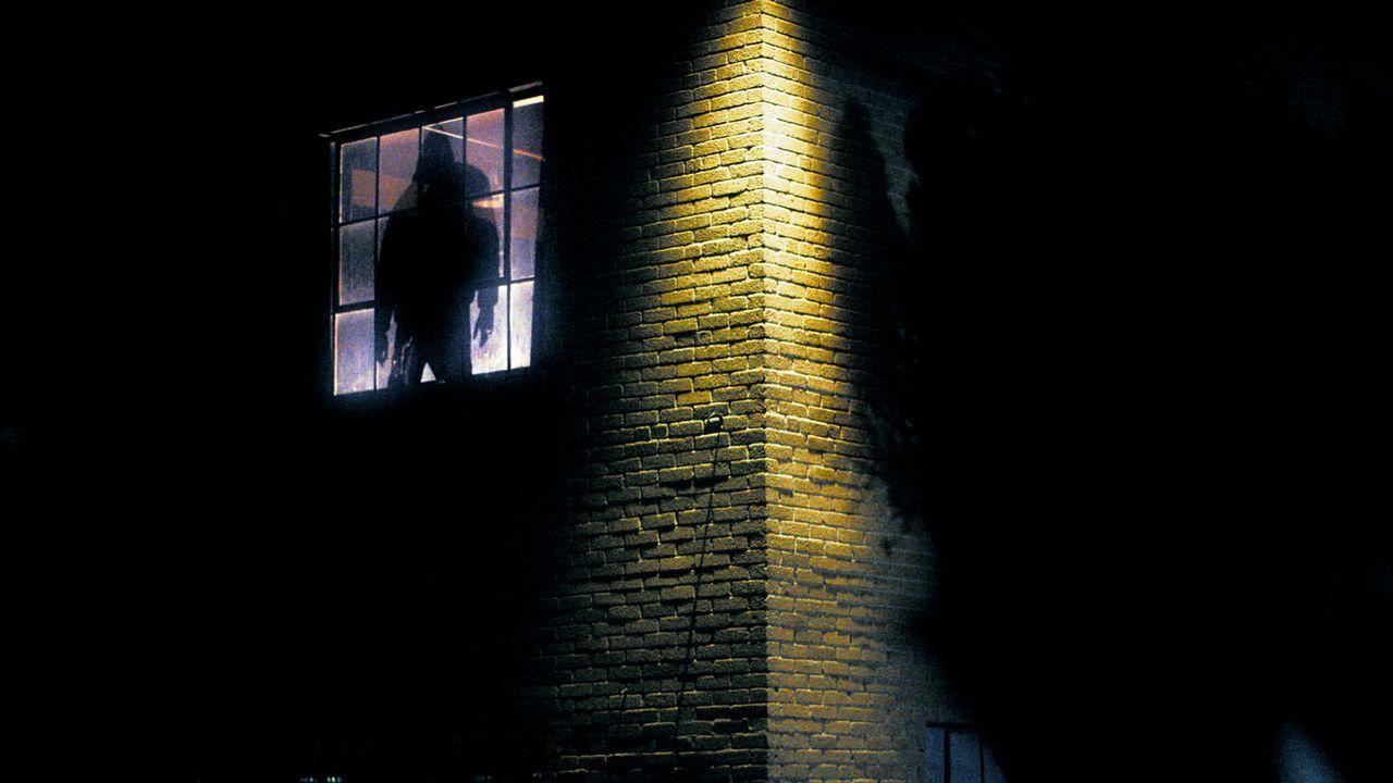 Vermutlich wurden in Chris' Wohnung Menschen getötet - ist das der Grund, warum er vom Todesheiligen-Dämon heimgesucht wird? - Bildquelle: 2013 Syfy Media, LLC