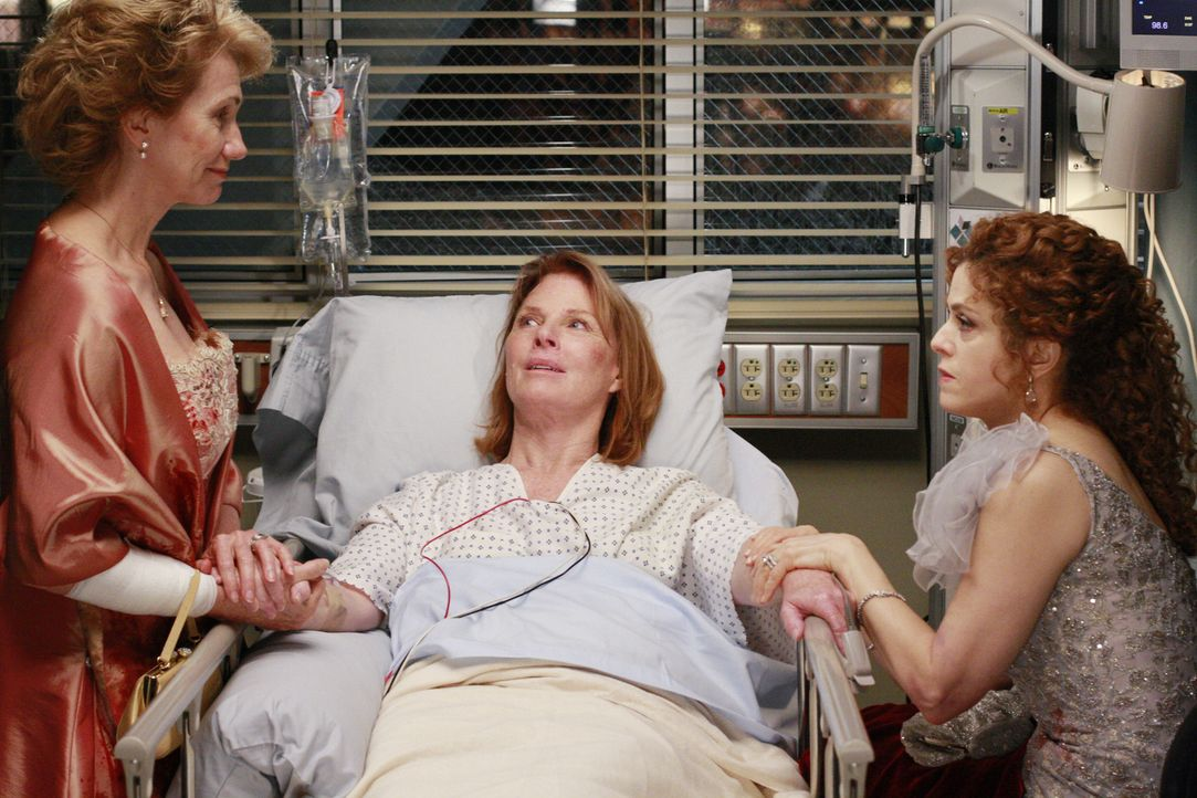 """In der Notfallabteilung herrscht Flaute - trotz """"besten"""" Unfallwetters. Mit der Ruhe ist es allerdings vorbei, als drei verletzte Damen (Kathy Baker... - Bildquelle: Touchstone Television"""