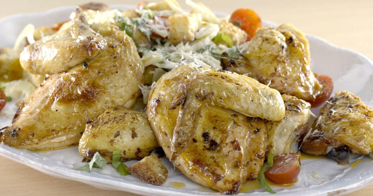 Als Tagesspecial für ein italienisches Restaurant bereitet Giada ein saftiges Hähnchen Cacciatore zu ... - Bildquelle: 2015,Television Food Network, G.P. All Rights Reserved