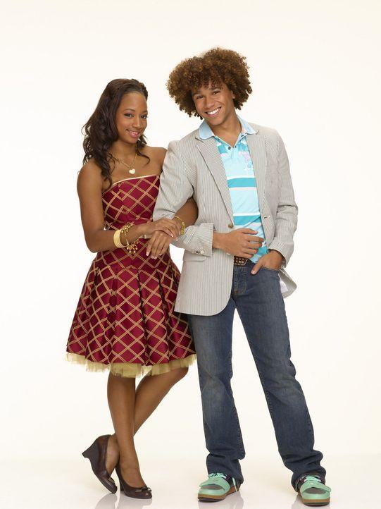 Chad (Corbin Bleu, r.) und Taylor (Monique Coleman, l.) sind überglücklich, dass sie einen Job während der Sommerferien ergattern können. Leider... - Bildquelle: Buena Vista International Television