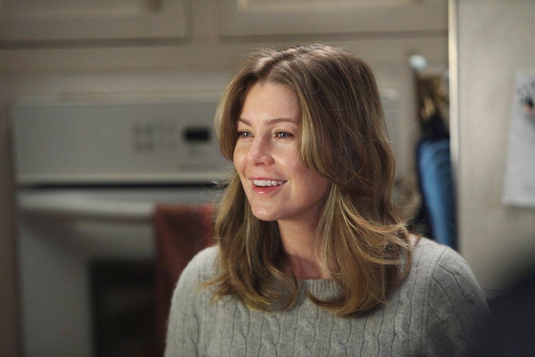 Gemeinsam mit Derek lädt Meredith (Ellen Pompeo) zu einer Weihnachtsfeier ein ... - Bildquelle: Touchstone Television