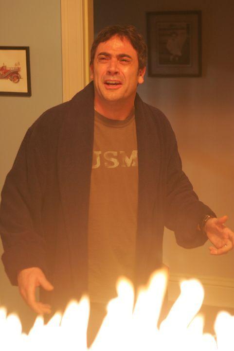 Rückblende: John Winchester (Jeffrey Dean Morgan) erlebt, wie seine Frau auf mysteriöse Weise ums leben kommt ... - Bildquelle: Warner Bros. Television
