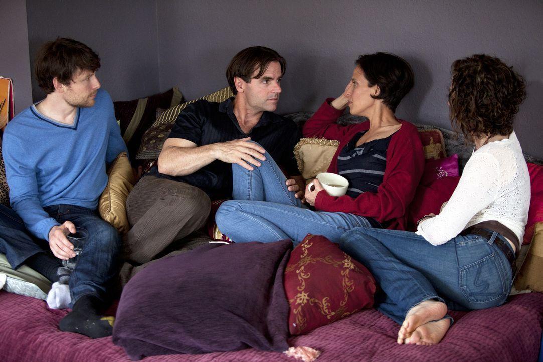 Treibt Kamalas (2.v.r.) Liebe zu Roxanne einen Keil zwischen sie und Tahl (l.), Michael (2.v.l.) und Jen (r.)? - Bildquelle: Lucas North Showtime Networks Inc. All rights reserved.